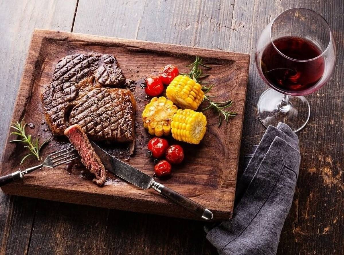LATINO STEAK AND WINE PARTY